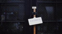 closed sign business ecommerce